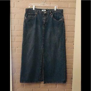 Old Navy long slit front denim skirt 14